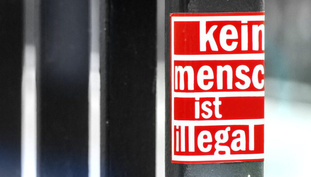 menschenrechte kein mensch ist illegal auf Plattform